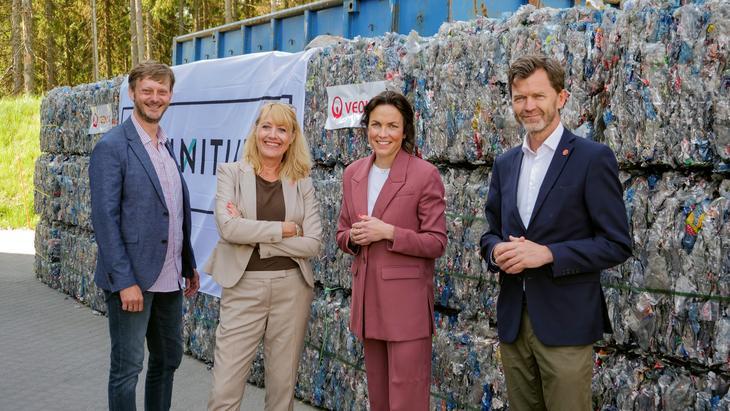 Drikkevarebransjen var med og feiret åpningen av en av verdens mest moderne resirkuleringsanlegg (Erlend Vagnild Fuglum, Hege Ramseng, Johanna Ellefsen Rostad, Per Hynne)