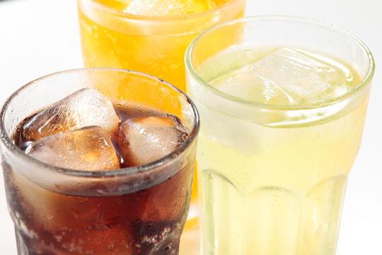 Bransjens innsats for sukkerreduksjon gir resultater (bilde av brusglass)